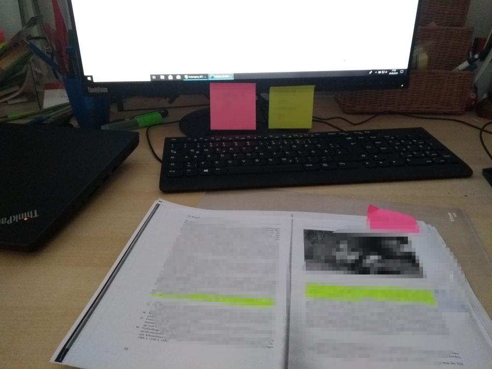 Arbeit am Text über Feldpost während des Ersten Weltkriegs.
